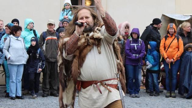 Z oslav keltského svátku Samhain v areálu zámku v Nižboru v roce 2017.