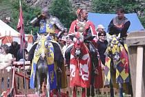 Královský půrvod bude plný jezdců a dvořanů