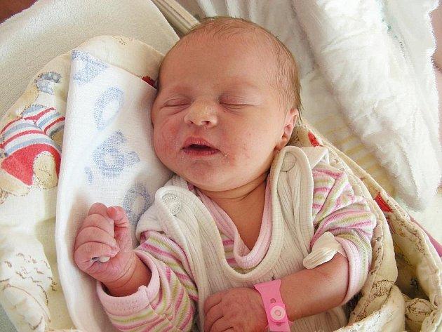 Rovné 3 kg vážila a rovných 50 cm měřila Natálka, prvorozená dcerka rodičů Moniky Kaprasové a Martina Krýla, kteří ji přivítali společně na světě ve středu 11. 11. Natálku si maminka s tatínkem odvezou domů do Zbirohu.
