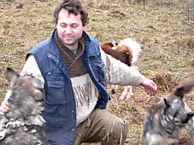 Ladislav Trinkl propadl chovu psů. S manželkou jich má doma v Zaječově  sedm. Na závody ale jezdí jen s některými.
