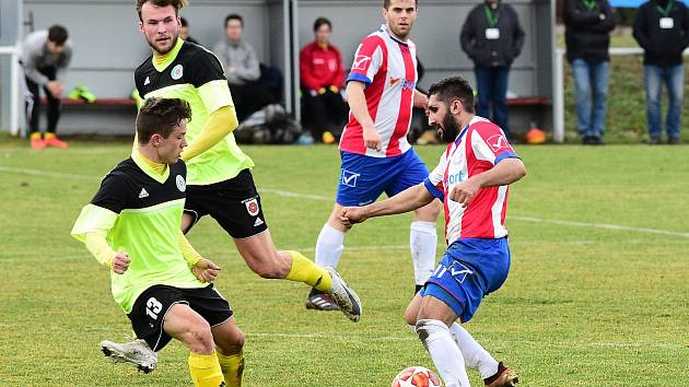 Fotbalisté Berouna (v pruhovaném) doma nestačili na Tatran.
