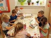 Děti v Mateřské škole v Loděnici rády tvoří.