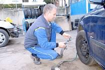 Výměna pneumatik vrcholí