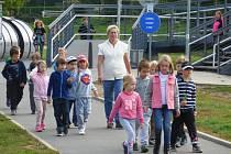 Děti ze školní družiny z berounského Závodí na cestě za pokladem.