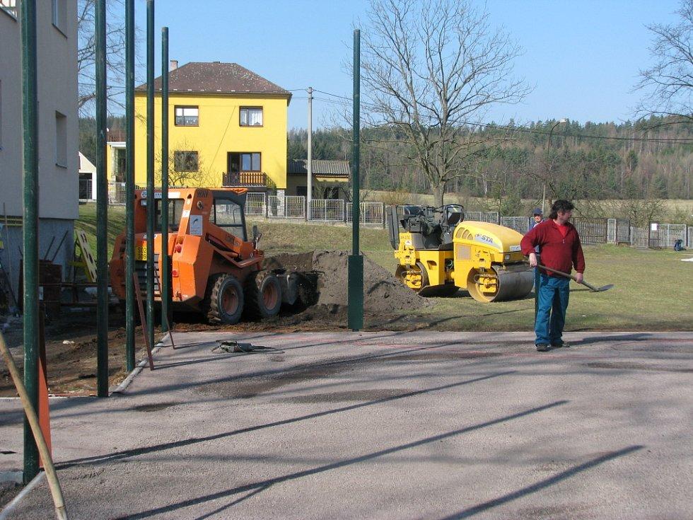 Nové hřiště bude již brzy dokončeno.