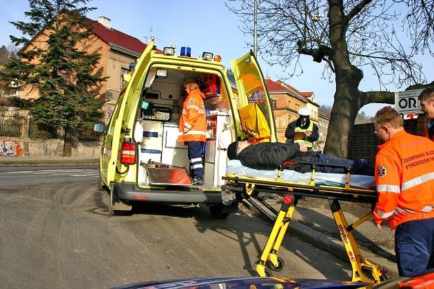 Srážku s osobním vozidlem cyklista naštěstí přežil