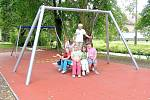 Děti ze Záluží mají nové hřiště