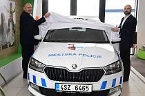 Ze slavnostního předání nového automobilu Městské policii Hořovice.