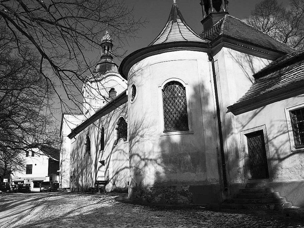 Kostel sv. Petra a Pavla v Litni.