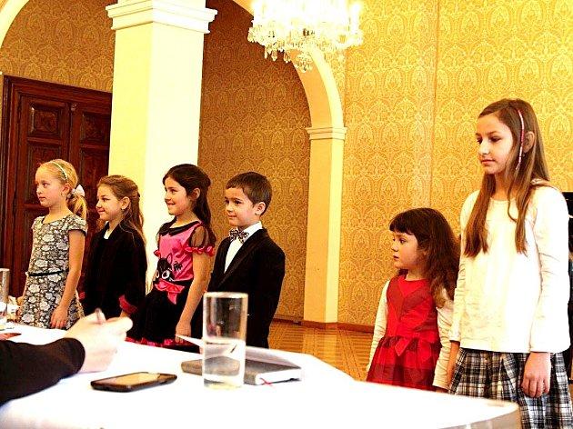 Žáci Základní umělecké školy Josefa Slavíka Hořovice z klavírní a pěvecké třídy Květuše Ernestové vítězně vstoupili do dalšího ročníku klavírních a pěveckých soutěží.