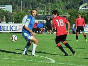 Opora zadních řad Cábelíků Tomáš Šilhavý (v modrém).