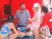 Akce se zúčastnili též bezpečnostní složky, hasiči a pojišťovny. Dny zdraví moderoval Aleš Růžička za asistence Kateřiny Vickové.