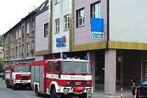 Při zásahu v budově České spořitelny v Berouně byla jako příčina domnělého požáru profesionálními hasiči nakonec nalezena vyhořelá tlumivka pod plechovým krytem