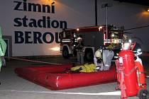 Cvičení složek integrovaného záchranného systému na zimním stadionu v Berouně