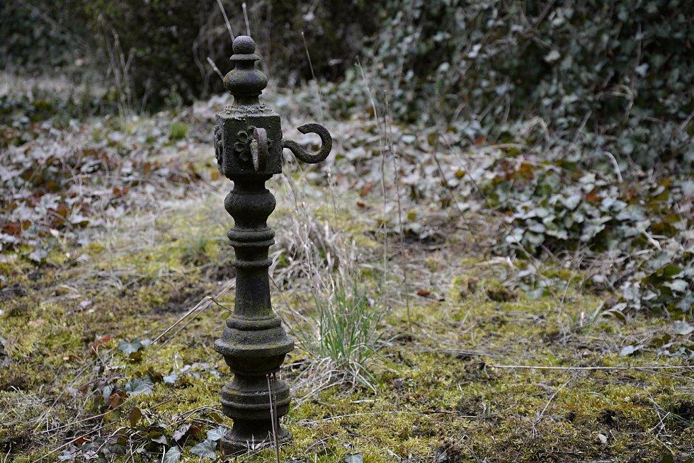 Prostory berounského židovského hřbitova, pohřbívat se zde přestalo už v 50. letech.