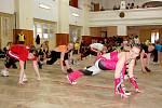 Komárovské soutěže O princeznu a prince aerobiku měly letos rekordní účast sto dvanácti závodnic a závodníků.