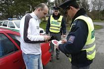 DOPRAVŇĚ BEZPEČNOSTNÍ AKCE  Policisté byli v uplynulém týdnu vidět u silnic druhé a třetí třídy velmi často. Policejní kontroly byly tentokrát zaměřené pouze na rychlost.