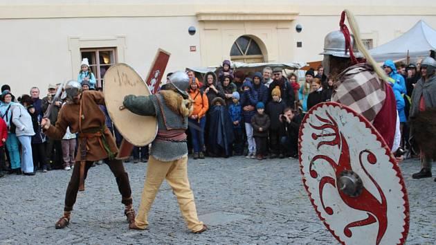 Z keltského svátku Samhain v areálu zámku v Nižboru. Archivní foto.