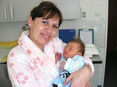 Manželům Miroslavě a Anatolijovi Fryhanovým se 30. září narodilo první miminko, syn David. Davídkovi sestřičky na porodním sále navážily 3,27 kg a naměřily 49 cm. Rodiče připravili postýlku pro své štěstíčko doma v Hořovicích.