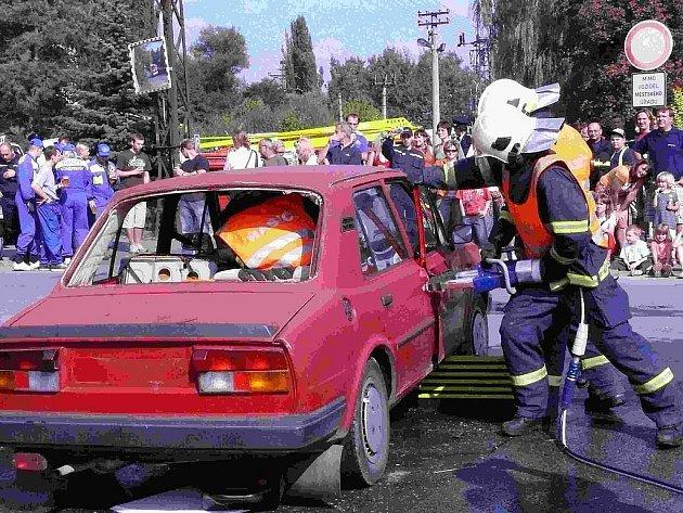 Sbor dobrovolných hasičů z Králova Dvora oslavili o víkendu 100. výročí.