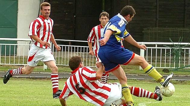 Cerhovice o svém triumfu rozhodly v úvodní půlhodině, kdy dokázaly vstřelit tři góly.