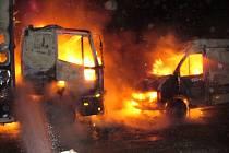 V Králově Dvoře hořelo nákladní auto a dodávka