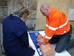 Záchranář Marek Hylebrant vysvětlil principy první pomoci řadě kolemjdoucích