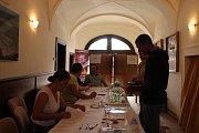 V Žebráku přišel jeden občan o právo volit, když až před komisí zjistil, že má propadlý občanský průkaz i pas.