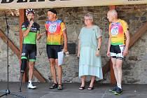 """Charitativní cyklotour Josefa Zimovčáka """"Na kole dětem"""", jejímž cílem je podpořit onkologicky nemocné děti."""