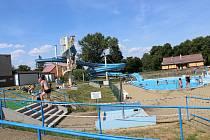 Hořovickému aquaparku dominuje téměř 90 metrů dlouhý tobogan, na kterém se vyřádí hlavně děti.