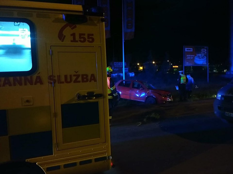 K vážné nehodě na Berounsku vyjížděly čtyři posádky záchranné služby.