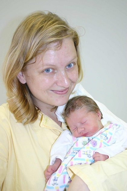 Šťastným manželům Kláře a Jiřímu Mádlovým z Oseku se 1. listopadu narodila dcerka Klára. Holčička vážila 2,49 kilogramů a měřila 47 centimetrů.