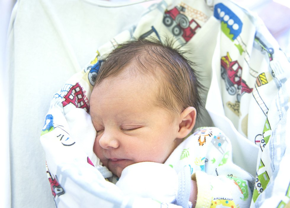Tomáš Litera se narodil v nymburské porodnici 2. června 2021 ve 4.13 hodin s váhou 3030 g a mírou 47 cm. V Nymburce bude prvorozený chlapeček vyrůstat s maminkou Lucií a tatínkem Tomášem.