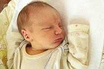Do Chrášťan přibyl v pondělí 18. října nový občánek. Jmenuje se Eliáš a narodil se manželům Denise a Petrovi Matouškových. Po příchodu na svět Eliáškovi navážily sestřičky na porodním sále 3,37 kg a naměřily rovných 50 cm.