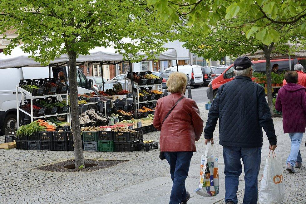 Na Husovo náměstí v Berouně se vrátily tradiční trhy.
