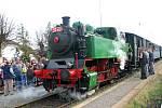 Ze Zadní Třebaně do Lochovic a zpět se  tentokrát parním vlakem svezly i čarodějnice