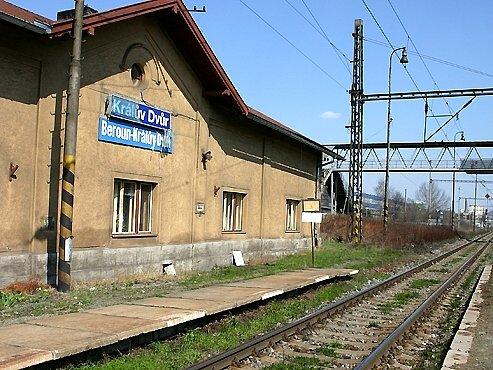 Koncem letošního roku zmizí z názvu železničních zastávek v Králově Dvoře jméno Beroun.