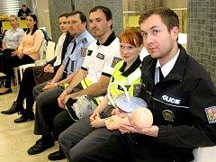 Nemocnice Hořovice připravila pro policisty z Berounska porodnický kurz