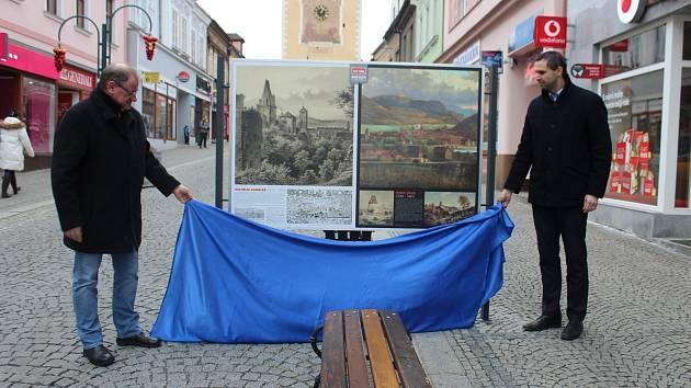 Ze zahájení výstavy Beroun v obrazech v Palackého ulici v Berouně.