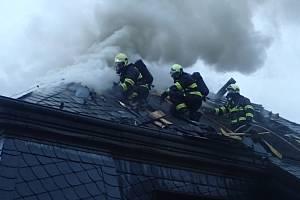 Požár vily rodiny uprchlého podnikatele Radovana Krejčíře v Černošicích.