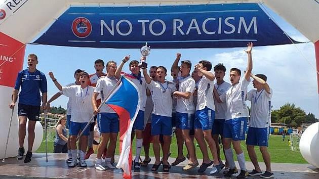 Mladší dorostenci FK Hořovicko se radují z prvenství na mezinárodním turnaji.