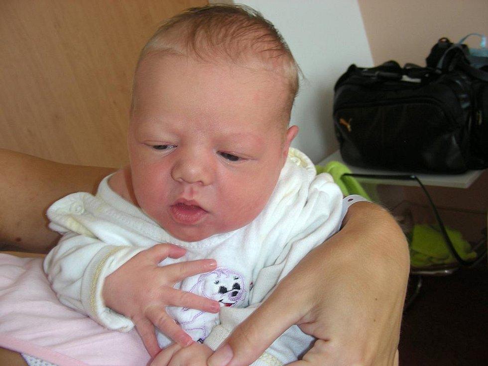 Mamince Ireně a tatínkovi Petrovi se 2. září narodila krásná dcerka, které vybrali jméno Vanesa. Vaneska Kreuzmanová vážila po příchodu na svět 3,74 kg a měřila 51 cm. Domov má šťastná rodinka v Příchovicích.