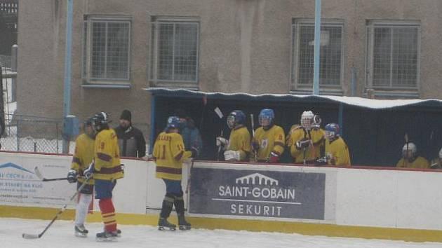 Dorostenci HC Lány se v sobotu představili na zmrzlém zimáku v Hořovicích a hráli dobře.