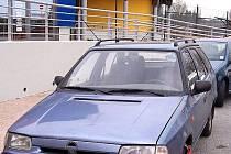 NEKÁZEŇ. Někteří řidiči neváhají zaparkovat dokonce přímo před aquaparkem Tipsport laguna.