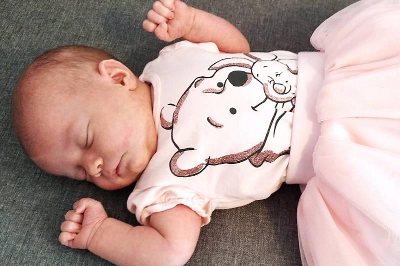 Sofinka Brůžková se narodila 4. června 2021 v Příbrami. Doma v Příbrami ji přivítali maminka Petra, tatínek Vašek a sourozenci Nikča s Vášou.