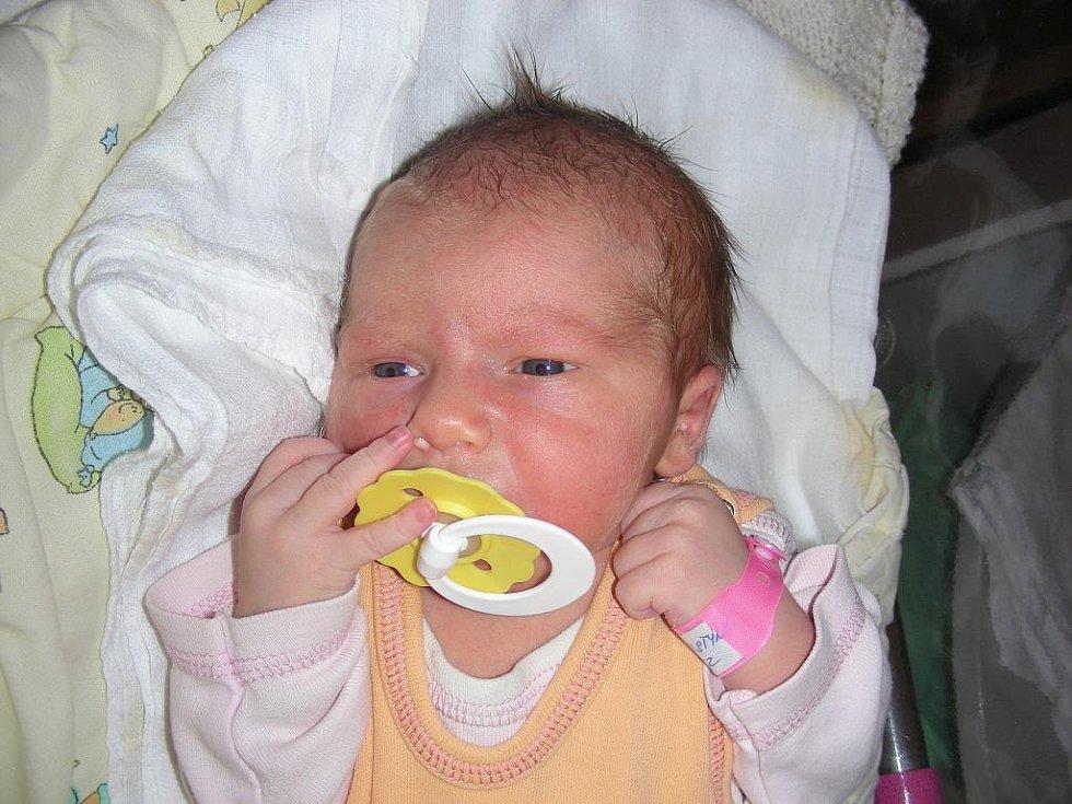 Rodiče Květa Nováková a Jan Večeřa z Tlustice věděli, že se jim narodí dcerka a tatínek pro ni vybral jméno Kristýnka. Kristýnka se narodila 2. září, vážila rovné 3 kg a měřila 51 cm. Bráška Honzík (4 r. 11 měs.) má ze sestřičky velkou radost.