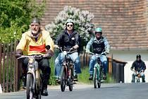 Praskoleská jízda mopedistů