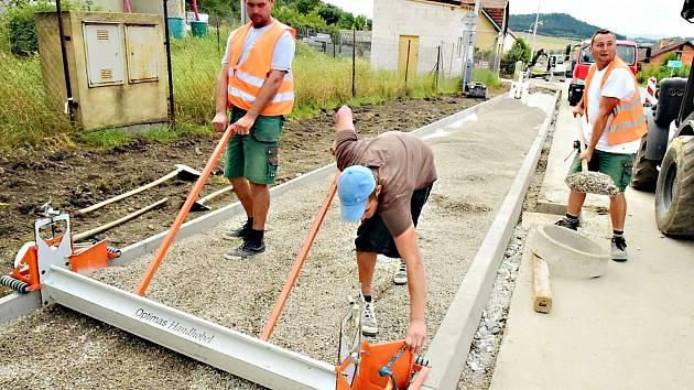 Výstavba chodníku Levín