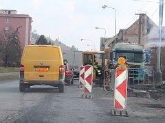 Stavební firma prozatím dělá na dešťové kanalizaci.
