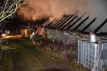 Požár domu umocnil výbuch lahve